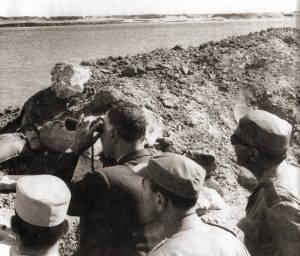 Egyptian President Nasser visits the Suez front November 1968. Photo: en.wikipedia.org