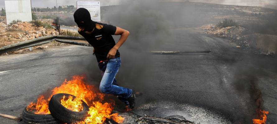 Palestinian Protester Joins Clashes Against the IDF in Israel